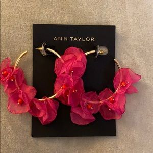 💕Ann Taylor Floral Hoop Earrings